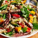 Kleurrijke Aziatische quinoa-saladekom