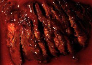 close-up van babi-bangang met rode saus