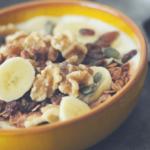 Kwark met walnoten, banaan en cacao