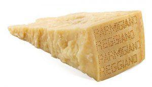 een stuk Parmezaanse kaas