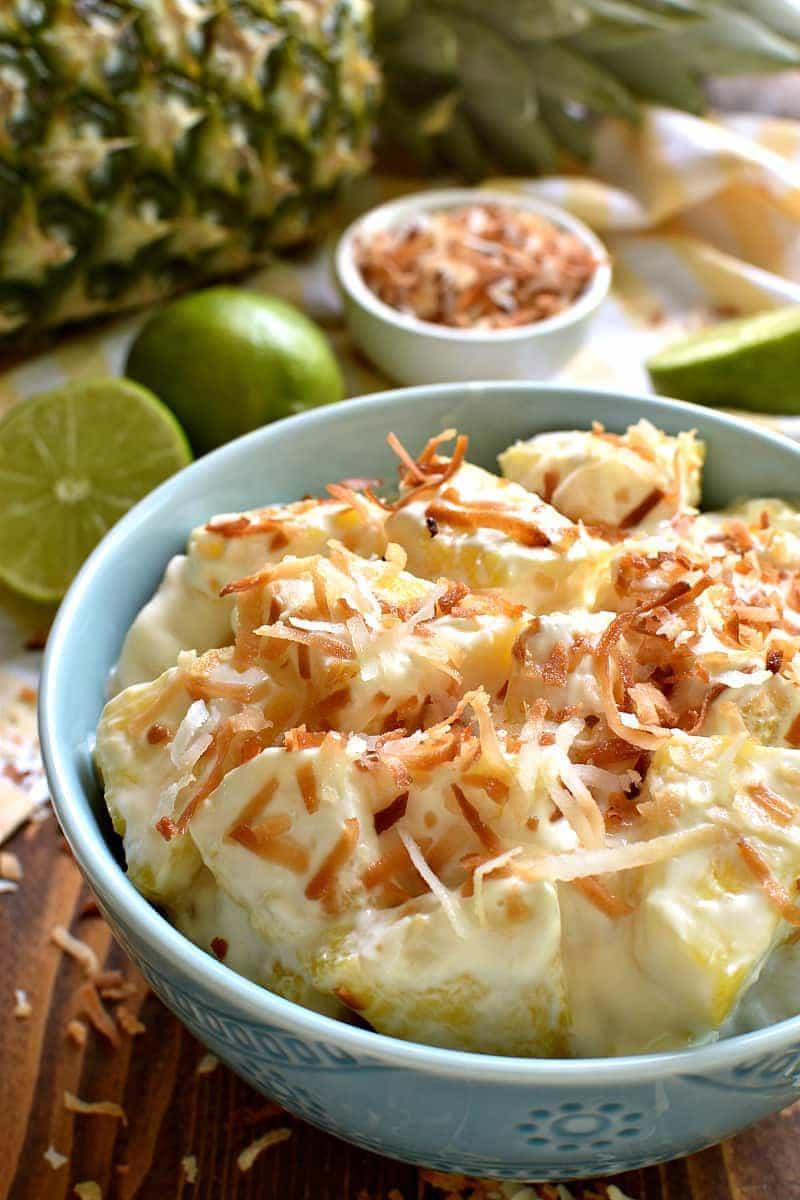 piña colada salade met kefir dressing gerecht in kommetje