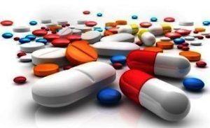 verschillende soorten pillen op tafel