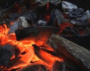 Brandende houtskool