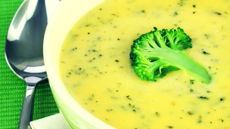 Green magic: Broccolisoep met Courgette en Ui