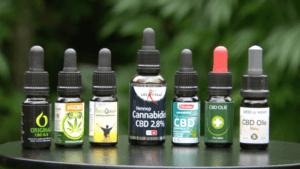 CBD olie flesjes van de tuinen