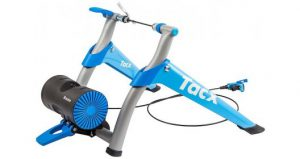 Tacx Booster T2500 (wheel-on trainer) toestel op witte achtergrond