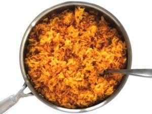 gele rijst in pan