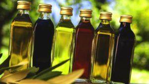 Verschillende soorten oliën in flessen