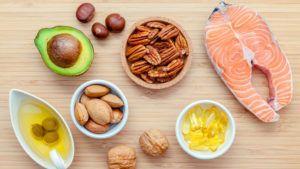 Voedingsmiddelen rijk aan omega 3-vetzuren op houten tafel