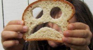boterham met een gezichtje erin gemaakt