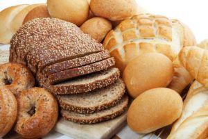 graanproducten en brood op tafel