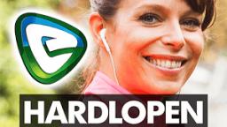 Lachende vrouw maakt reclame voor hardlopen met Evy app