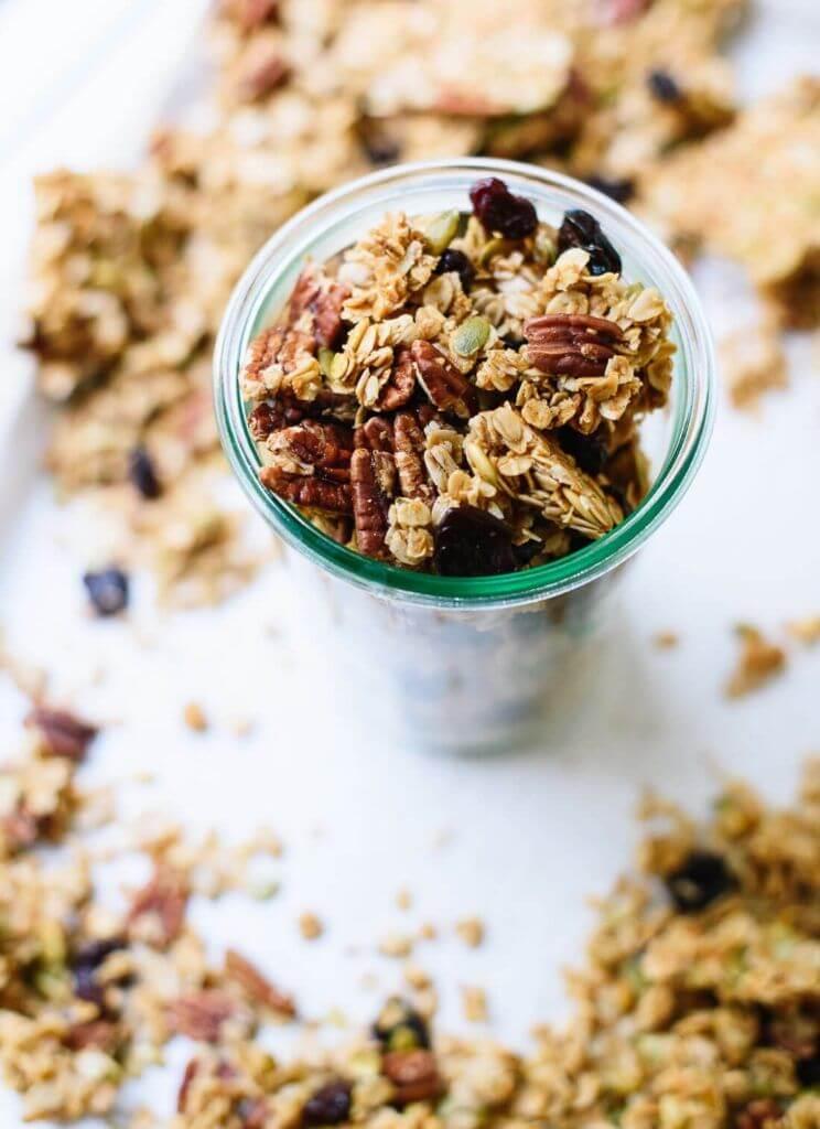 glutenvrije havermout granola in een kommetje