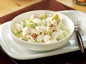 Hüttenkäse salade in een bakje