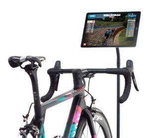 fietstrainer met beeldscherm op fiets