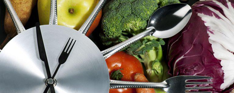 Intermittent Fasting: Uitleg, 9 Voordelen en 10 Schema's