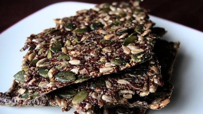 6 verrukkelijke lijnzaad crackers recepten op een rij (genieten!)