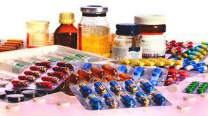 Capsules en pillen op tafel