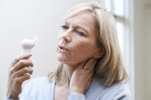femme à l'âge de la ménopause