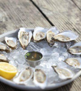 oesters op een schaaltje met ijs