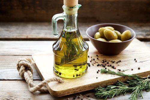 8 Bewezen Gezondheidsvoordelen van Olijfolie + Beste Variant