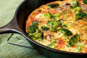 Omelet paddestoelen brocolli