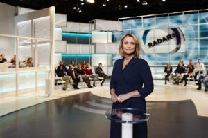Antoinette Hertsenberg als presentatrice bij TV-programma RADAR
