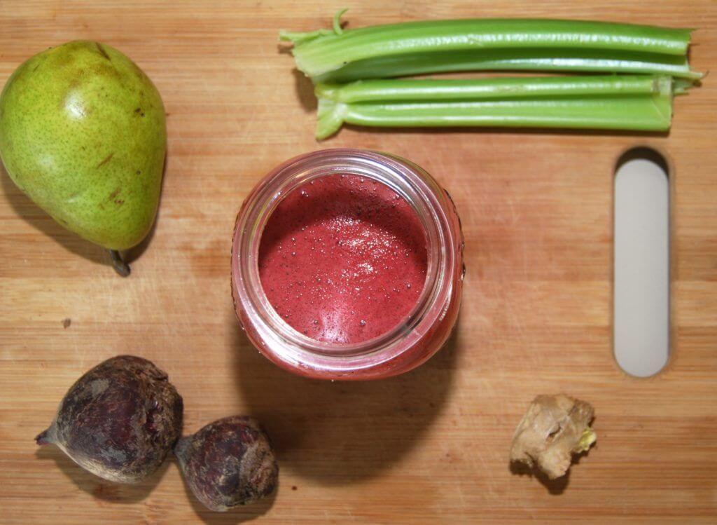 kiwi met bleekselderij en rode biet als smoothie