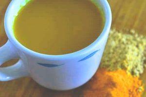 kopje kurkuma gember thee