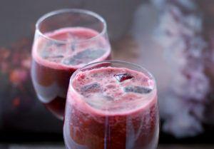 rode biet met bleekselderij in een glas