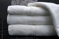 Schone handdoeken op elkaar gestapeld