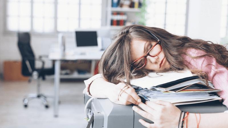Onderzoek: een gebrek aan slaap maakt je dik