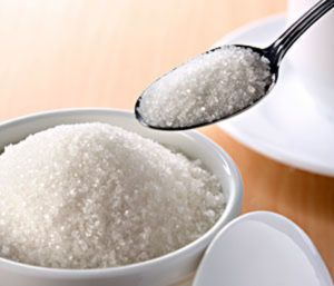 lepel uit potje met witte suiker