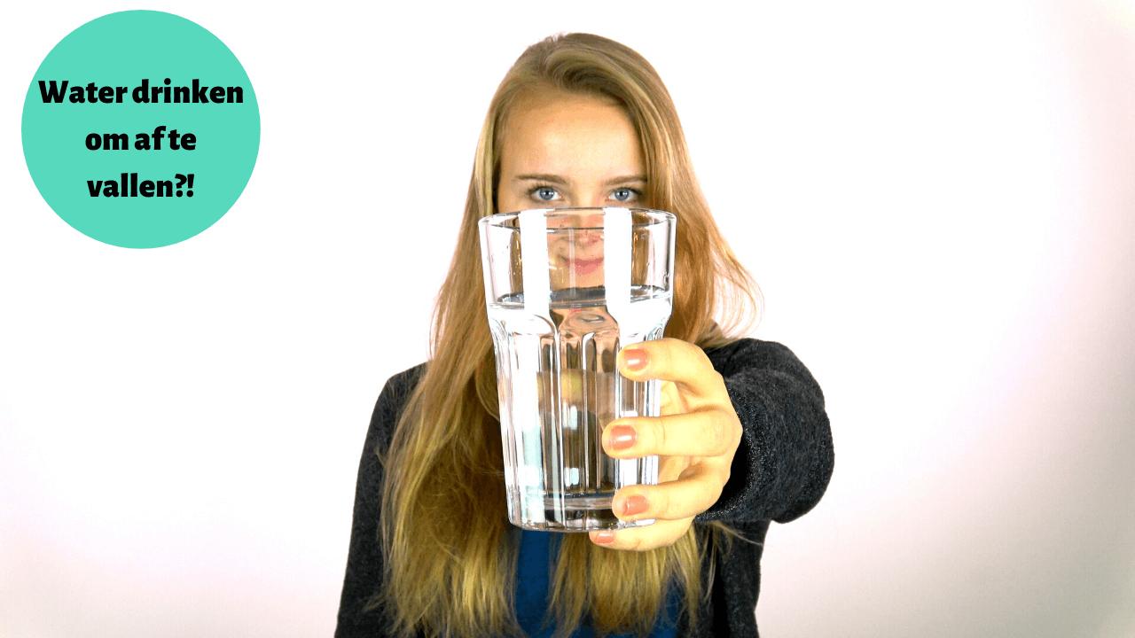 Video: Waarom je water moet drinken om af te vallen