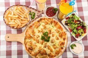 koolhydraatrijke voedingsmiddelen op tafel