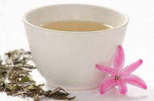 Le thé blanc favorise la perte de ventre