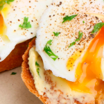 Zalige Zalmsalade met Ei en Hüttenkäse
